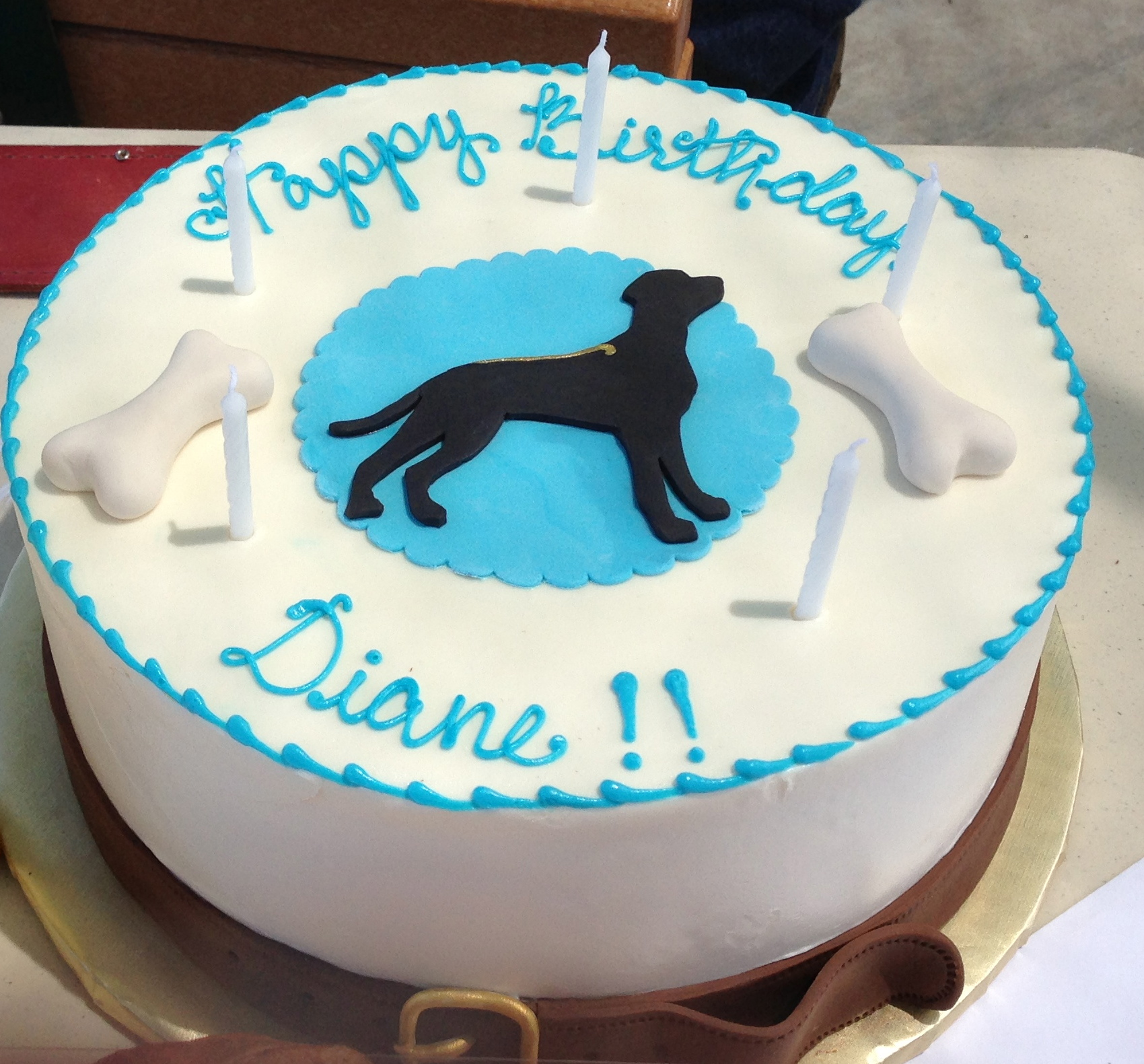 A special birthday cake was made for the president of a dog club.